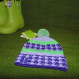 Яркая демисезонная шапка с помпоном Crocs.Размер-2-4г.