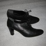 38 р-р, кожаные туфли лоферы на каблучке Novita