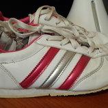 Фирменные кроссовки Adidas на модницу