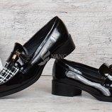 Туфли лоферы женские черные лакированные с кисточками Queen