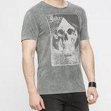 в наличии мужская футболка LC Waikiki светло-серого цвета с картинкой на груди