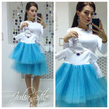 Красивое нарядное платье с фатином и украшением цвета