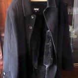 Чорне чоловіче пальто