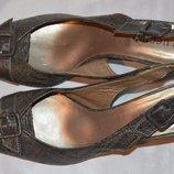 Босоніжки шкіряні Luccico розмір 42, босоножки размер 42