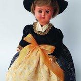 Куколка в национальном костюме