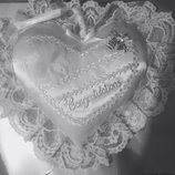 Подушечка для колец в виде сердца Серебро -28см на 30см.