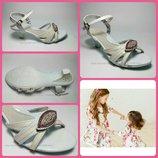Туфли для девочки на небольшом каблучке. Стелька ортопед