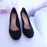 Фирменные туфли замшевые 39 размер.Новые.