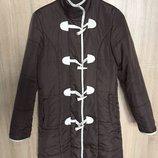 Демисезонная удлиненная куртка пальто на молнии и пуговицах с воротником стойкой и карманами