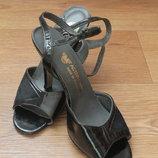 Босоножки кожаные, размер 37, стелька 24.