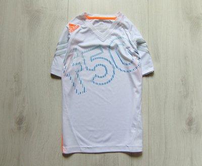 Шикарная спортивная футболка для парня. Adidas оригинал . Размер 9-10 лет. Состояние новой вещи