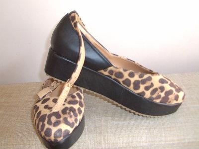 Стильные леопардовые туфли на танкетке