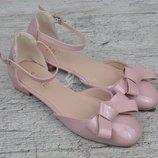 Туфли на девочку Rose розовые пудра на маленьком каблуке лакированные