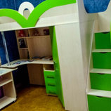 Кровать-Чердак с рабочей зоной, угловым шкафом и лестницей-комодом кл6 Merabel