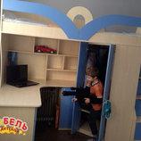 Детская кровать-чердак с рабочей зоной, угловым шкафом, тумбой и лестницей-комодом кл27-2 Merabel