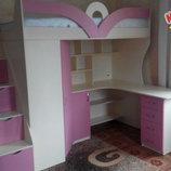 Детская кровать-чердак с рабочей зоной, угловым шкафом, тумбой и лестницей-комодом кл27-4 Merabel