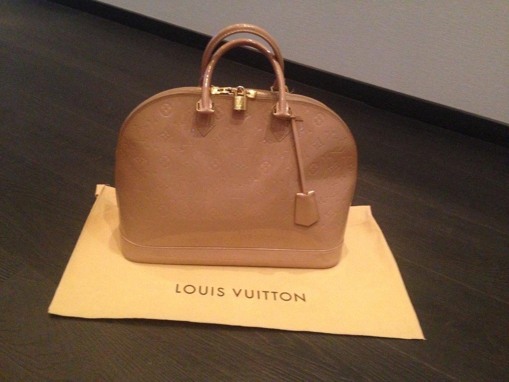 Сумка Louis Vuitton: 4870 грн - сумки средних размеров в
