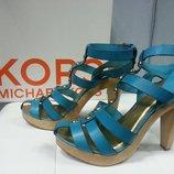 Босоножки Michael Kors оригинал , кожаные, цвет - голубой насыщенный.