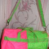 Яркая спортивная сумка, дорожная сумка