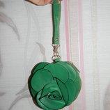 Зеленая косметичка цветок