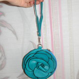 Голубая косметичка цветок