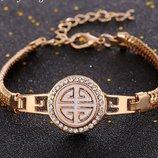 Нежный позолоченный браслет с кристалами смотрится супер