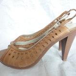 Красивенные новые брендовые туфли р.40