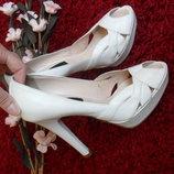 Туфли с открытым носком,босоножки белые кожа Michelle Lopriore-36р