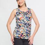 в наличии фирменная женская футболка LC Waikiki темного цвета в разноцветные цветы