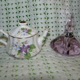 Чайник и флакон для духов