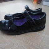 Туфли девочке размер 29 1/2 стелька 17,3 см Clarks Кларкс оригинал фирменные кожа лаковые черные