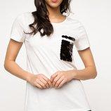 в наличии женская футболка De Facto насыщенно белого цвета с черным квадратом на груди