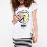 в наличии женская футболка De Facto насыщенно белого цвета с рисунком и надписью на груди