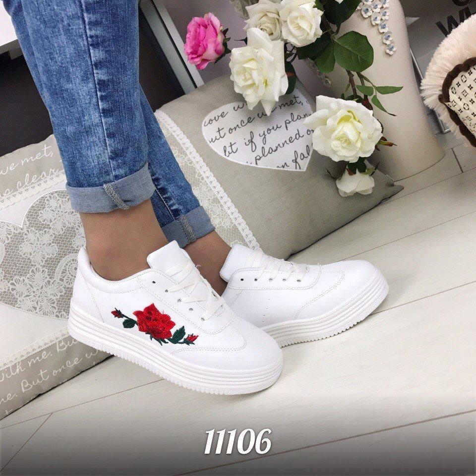 Белые кеды с вышивкой роза
