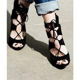 Новые стильные и модные черные кожаные босоножки H&M-40р