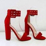 Босоножки женские замшевые на квадратном каблуке красние
