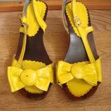 Желтые лакированные босоножки 39 размер