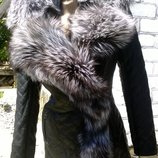 Шикарная куртка косуха из натуральной кожи и натуральным мехом чернобурки в наличии