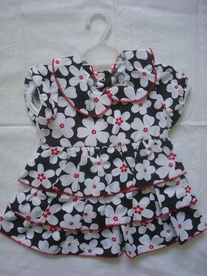 Платье нарядное ,в цветочек черно-белое. Размер 1,2 года.