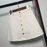 Женская юбка трапеция на пуговицах белая