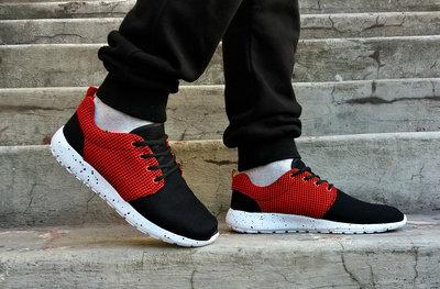 Кроссовки летние черные с красным текстиль.