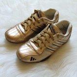 Кроссовки для девушки. Adidas реплика . Размер 38 5 . Состояние хорошее, есть нюансы