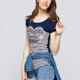 в наличии женская футболка LC Waikiki синего цвета в белые полоски спереди и сердце на груди