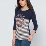 в наличии женская футболка LC Waikiki темно-синего цвета в белые полоски спереди и сердце на груди