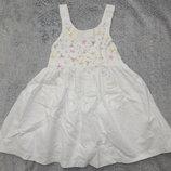 Белый сарафан Marks&Spencer с вышитыми разноцветными цветочками. На девочку 1,5-2 года.