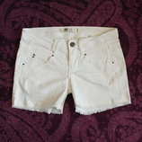 Фирменные белые шорты