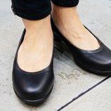 Туфлі шкіряні брендові Crocs, оригінал, W7 24 см і W5 23 см .