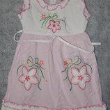 Яркий бело-розовый сарафан Timijon с вышитыми и нашитыми красивыми цветами. 2-3 года.