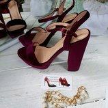 Крутые бархатные ,бордовые,пепельные женские босоножки на толстом каблуке