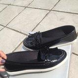 Очень удобные лаковые туфельки на низком ходу, 36-40 рр, маломерки, 23,0-25,0 см.